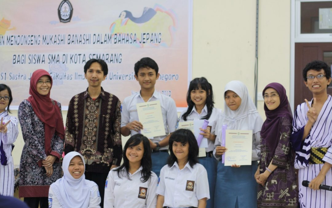 STORYTELLING TRAINING (MUKASHI BANASHI) IN JAPANESE LANGUAGE FOR HIGH SCHOOL STUDENTS IN SEMARANG CITY
